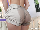 Fetish housewife Jenifer Jane is pissing and masturbating