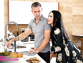 Obsessed with sex housewife Alyssa Bounty is rimming anus of handyman