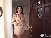 Lubricious milf from Milan Artemisia Love shows striptease before sex with her new lover