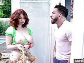 Topless guest Annabel Redd treats Peter Green with cookies and super juicy pussy