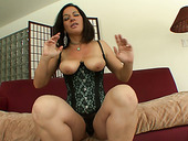 Gigantic rump of brunette MILF Melissa Monet gets licked