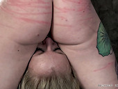Blond hottie Sarah Jane Ceylon easts a shaved pussy while being drilled with dildo