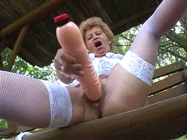 Grannys with massive dildo