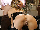 Appetizing asshole of luscious blond milf Tracy gets fanalucked