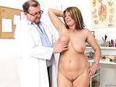 Playful mom Bohunka gets stroked intensively by gynecologist